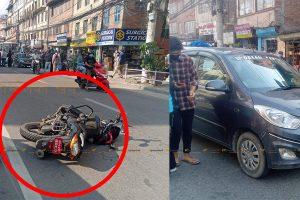 त्रिपुरेश्वरमा दुर्घटना : जेब्रा क्रसिङमा महिलालाई ठक्कर दिएर कारमाथि चढ्यो मोटरसाइकल !